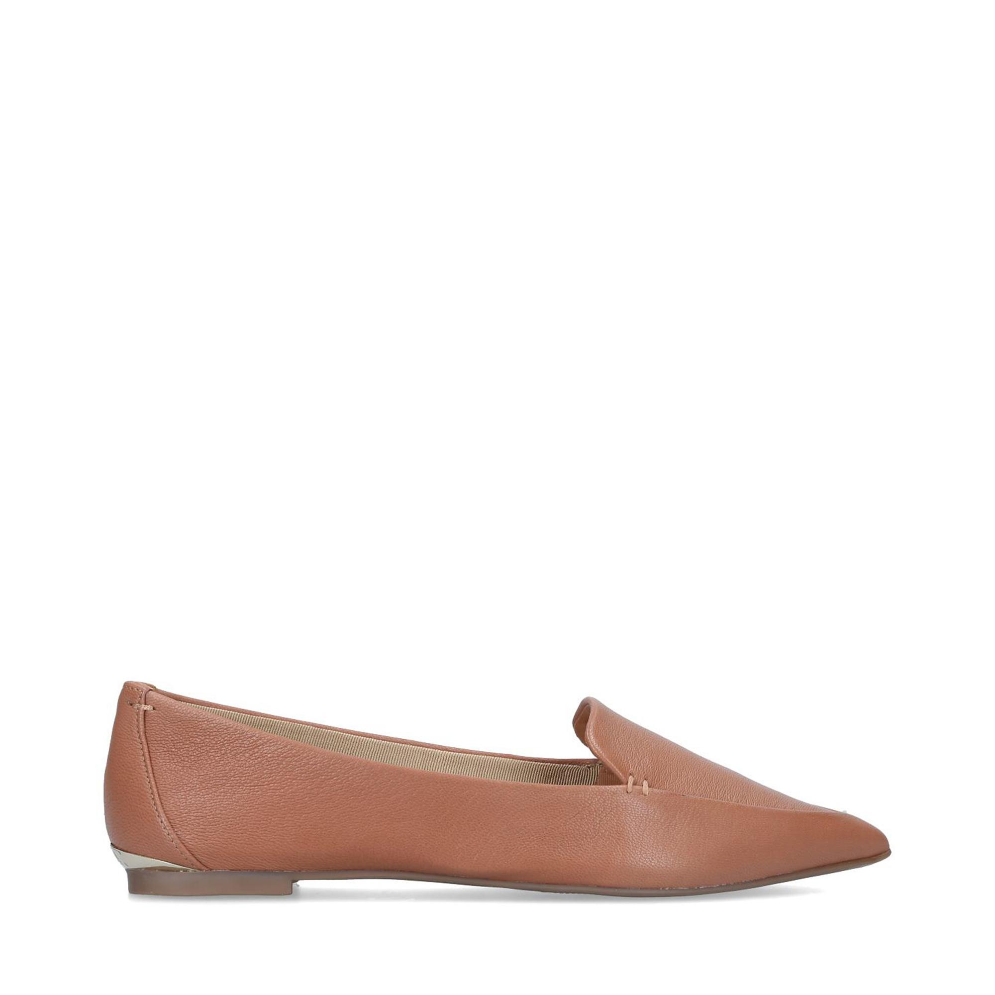 pointed flat shoes